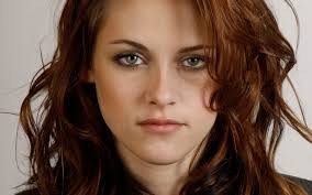 """Kristen Stewart bella e attraente nel film """"Sils Maria"""" diretto da Olivier Assayas"""