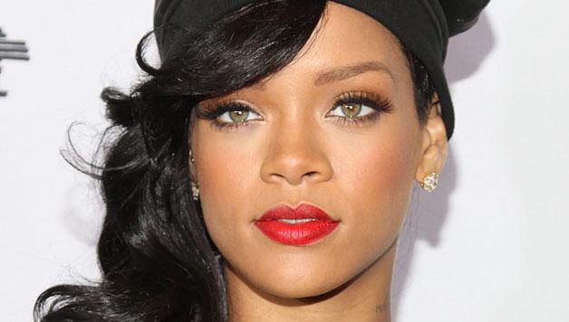 Rihanna sexy su foto postate su Instagram, delirio fan