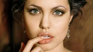 """Angelina-Jolie-è-malata-non-può-partecipare-agli-eventi-per-""""Unbroken"""""""