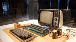 Apple-1,-il-primo-computer-assemblato-da-Jobs-venduto-all-asta-per-365.000-dollari