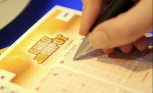 Gioco-d-azzardo-un-giovane-su-due-gioca-al-Gratta-e- Vinci-e-scommette