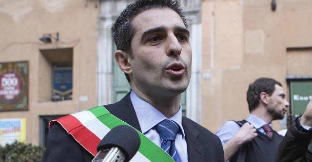 """Pizzarotti sindaco di Parma duro con Matteo Salvini """"Il delirio di un uomo. Tu qui non mandi a casa nessuno"""""""