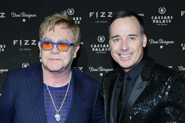 Paura per Elton John ha rischiato di morire a causa di un'infezione rara contrata in Cile