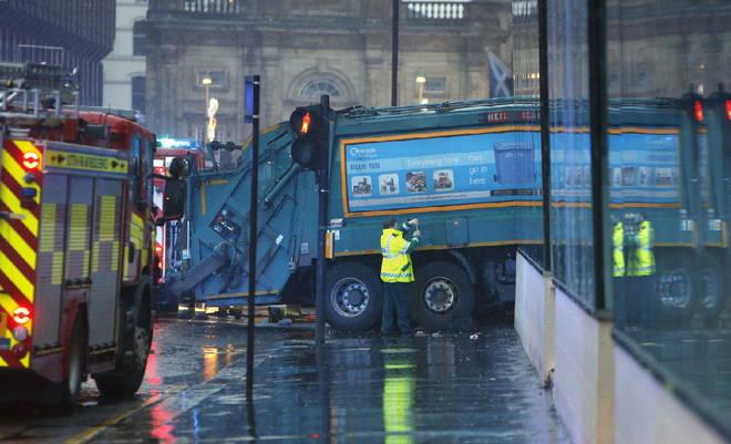 Glasgow, camion della spazzatura investe passanti, 6 morti