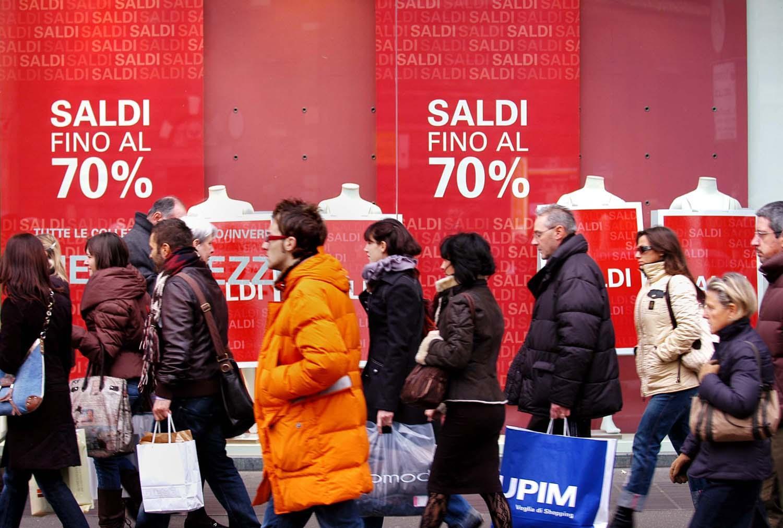 Saldi invernali 2015 dal 3 gennaio, Codacons prevede calo vendite