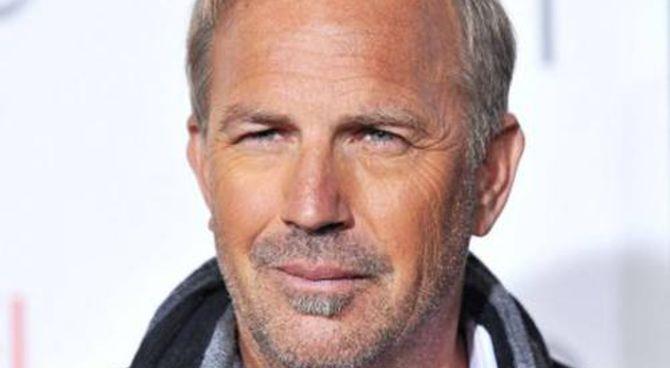 Kevin-Costner-l-attore-di-Balla-coi-lupi-ha-60-anni