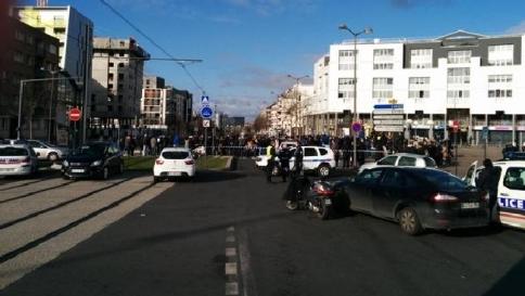 Parigi-panico-in-un-ufficio-postale-un-uomo-armato-sequestra-due-ostaggi