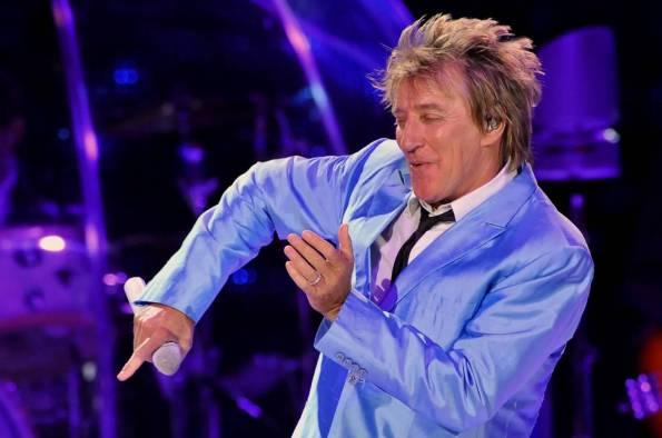 Rod Stewart i suoi primi 70 anni tra donne, musica e calcio