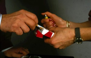 Stangata-per-fumatori-le-sigarette-sono-aumentate-di-20-centesimi
