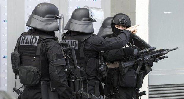 Terrorismo, Londra ragazza di 18 anni arrestata all'aeroporto