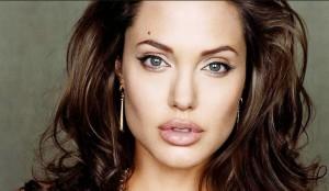 Unbroken-Angelina-Jolie-racconta-la-storia-di-un-uomo-diventato-un-eroe