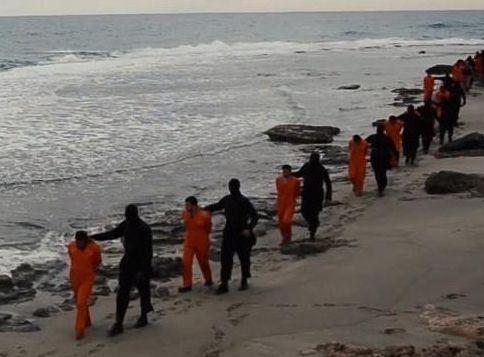 Isis, falso il video decapitazione dei 21 egiziani copti