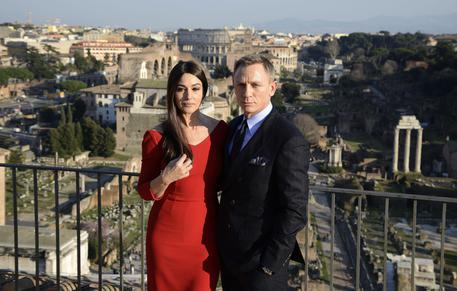 James-Bond-si-gira-a-Roma-Bellucci-e-Craig-conquistano-i-romani