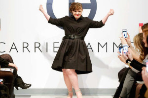 Jamie-Brewer-prima-modella-down-a-sfilare-a-New-York