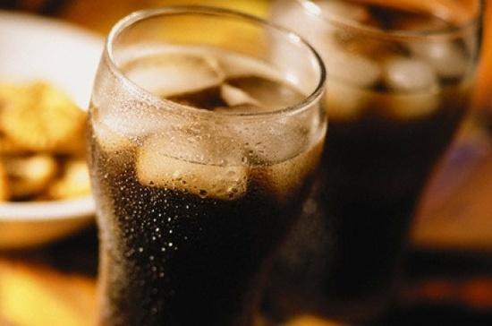 Le bevande gassate possono provocare il cancro