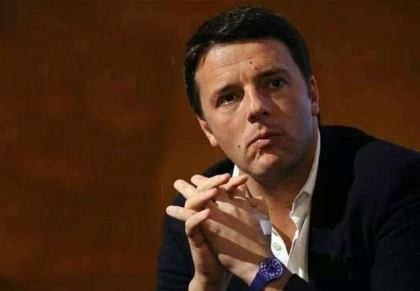 Napoli, Renzi figuraccia dorme mentre la candidata sindaco Valente parla