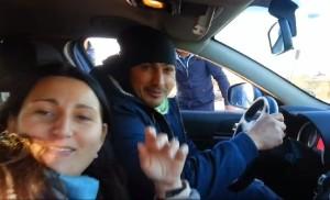 Roma-nomade-al-volante-di-un-auto-polizia-video-su-Facebook
