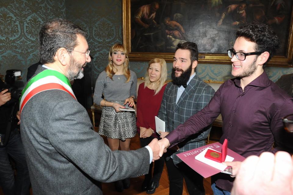 Roma, ragazzo premiato dal sindaco Marino per il suo grande coraggio