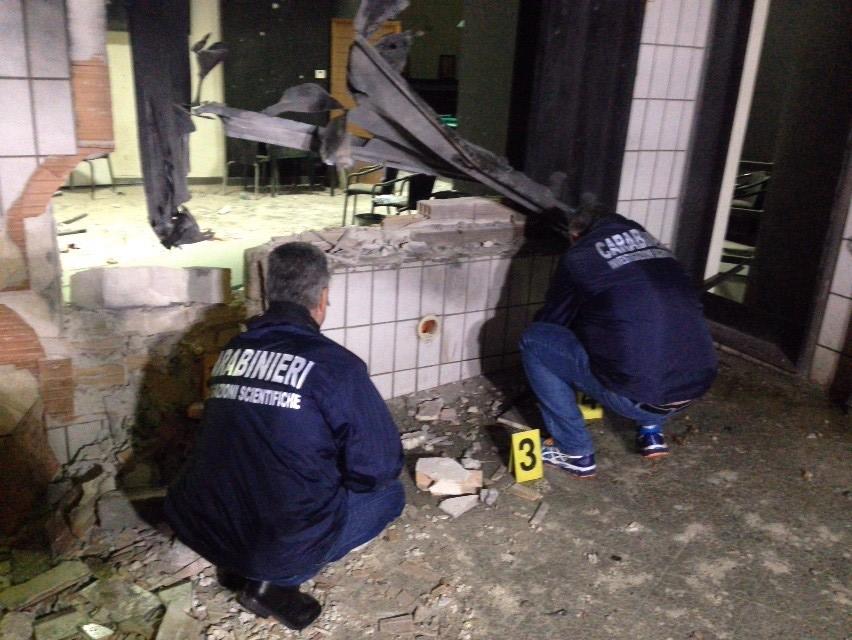 Altamura, bomba in sala giochi  sei feriti, tre gravi