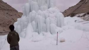 Himalaya-piramide-di-ghiaccio-artificiale-contro-la-sete
