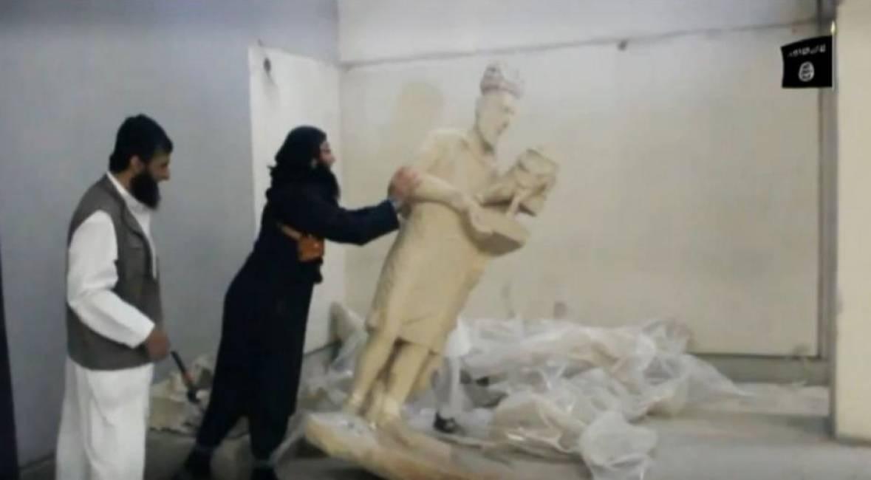 Isis-le-statue-distrutte-a-Mosul-erano-copie-in-gesso