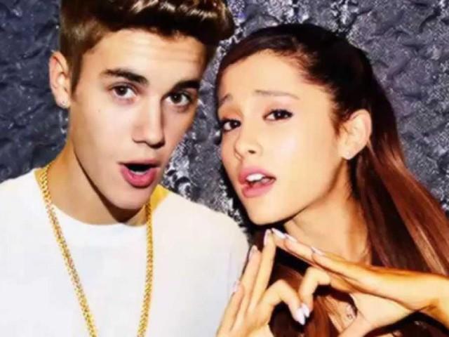 Justin Bieber duetta con Ariana Grande ma si scorda le parole