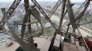 La-Torre-Eiffel-è-green-installate-due-turbine-eoliche