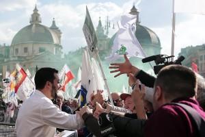 Matteo-Salvini-conquista-Roma-con-lo-slogan-Renzi-a-casa