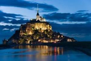 Mont-Saint-Michel-grande-spettacolo-con-la-marea-del-secolo