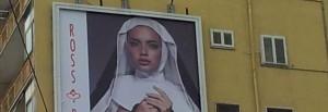 Napoli-accese-polemiche-per-suora-sexy-su-cartellone-pubblicitario