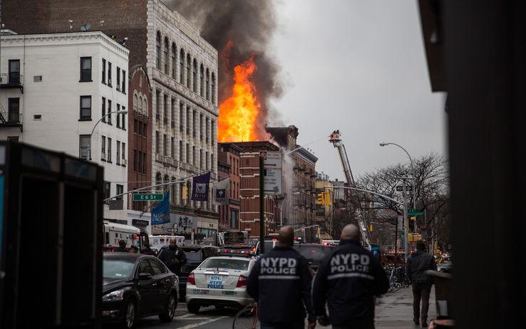 Terrore-a-Manhattan-per-fuga-di-gas-esplode-palazzo-almeno-30-i-feriti