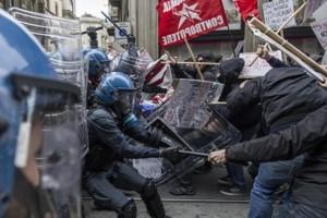 Torino-scontri-a-manifestazione-Lega-Nord-Salvini-clima-indegno