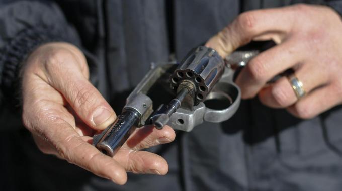 """Puglia, spara all'ex e poi scrive su Fk """"Purtroppo non ci sono riuscito"""", arrestato uomo di 59 anni"""