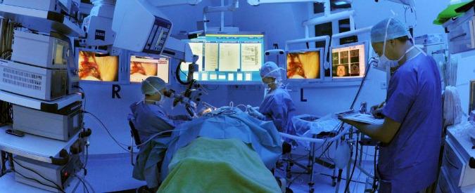Chirurgo plastico operava da 30 anni senza iscrizione all'albo