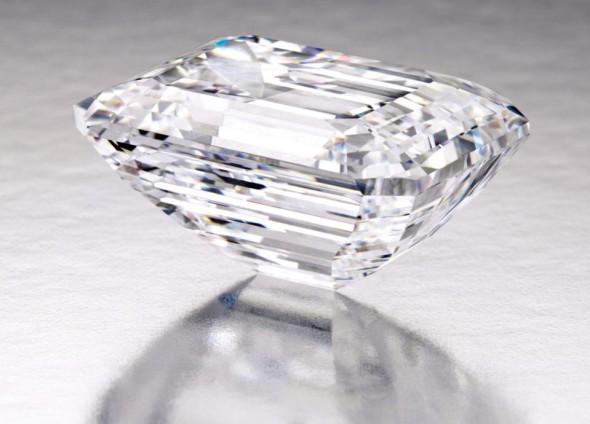 Sotheby-s-venduto-diamante-di-100-carati-a- 22-milioni-di-dollari