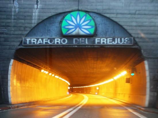 Torino-uomo-scappa-in-Francia-con-il-neonato-di-15-giorni