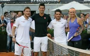 Totti-con-Djokovic-doppio-per-beneficenza-al-foro-Italico