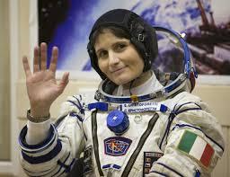 Samantha Cristoforetti legge una favola dallo spazio per-augurare-la-buona-notte