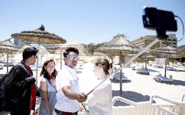 Tunisia-choc-selfie-politico-inglese-sulla-spiaggia-della-strage-a-Sousse