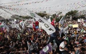 Turchia-attentato-ad-un-comizio- 4-morti-e-350-feriti