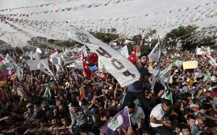 Turchia attentato ad un comizio, 4 morti e 350 feriti