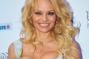 Pamela-Anderson-diventa-nobile-da-bagnina-ora-è-contessa