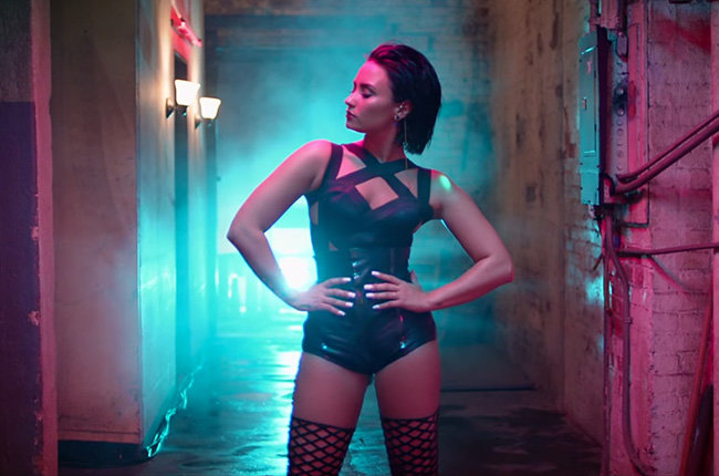 "Demi-Lovato-super-sexy-nella-clip-di-""Cool-for-the-Summer"""