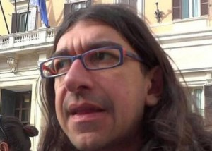 Gabriele-Paolini-si-sente-male-in-discoteca-durante-uno-show