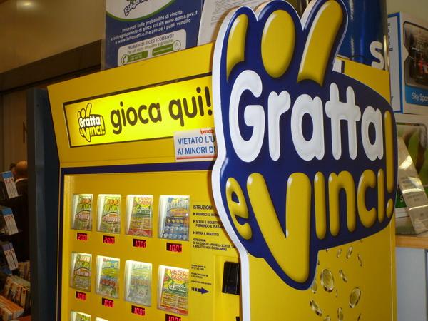 Viareggio, uno studente gratta e vince 2 milioni di euro