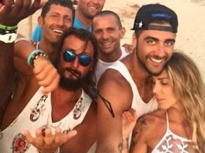 Guendalina-Canessa-a-Formentera-flirta-con-il-cestista-Aradori