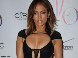 Jennifer-Lopez-festeggia-46-anni-con-un-abito-supersexy