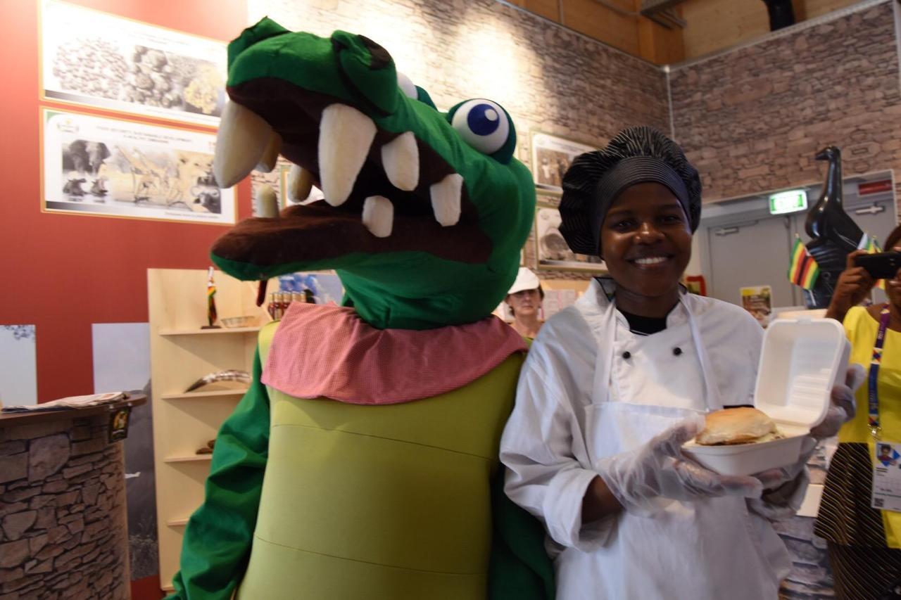 Milano Expo, padiglione Zimbabwe successo per hamburger di coccodrillo