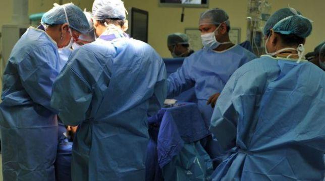 Siena-chirurgia-robotica-intervento-di-asportazione-timo-e-tiroide-il-primo-al-mondo