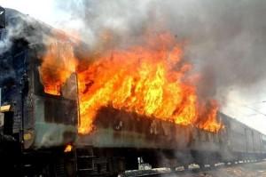 Usa.in.Tennessee.treno.deraglia-e-prende-fuoco- trasportava-sostanze-tossiche